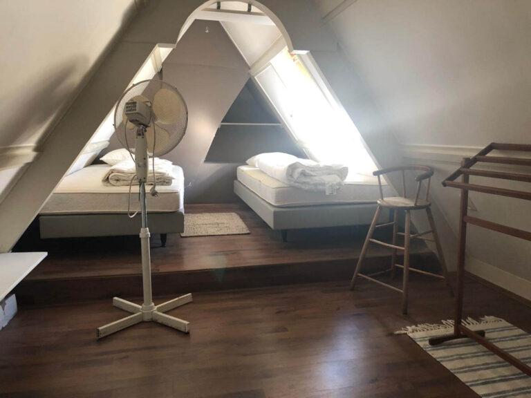 De boven slaapkamer